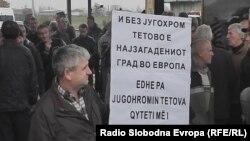 """Архивска фотографија - Вработени во Комбинатот """"Југохром"""" протестираат во Тетово."""