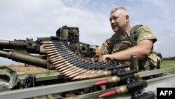 Ukrayna hərbçisi Luqansk yaxınlığında