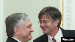 Armenian Foreign Minister Edward Nalbandian (left) talks to visiting U.S. Deputy Secretary of State James Steinberg.