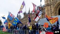 Вотът беше съпроводен с демонстрации на привърженици и противници на Брекзит.