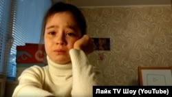 A screen grab from a YouTube post by 10-year-old Alina in which she tearfully recounts how no one showed up at a meet-and-greet she had organized for her followers.