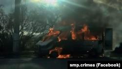 На тлі конфлікту з дружиною, чоловік влаштував підпал мікроавтобуса Mersedes