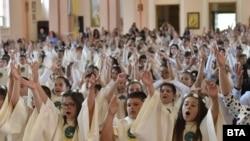 Nu se știe câți copii au fost abuzați de preoți catolici. Doar în Statele Unite, peste 10.000 de acuzații credibile de abuz sexual au fost îndreptate spre 5.000 de preoți între 1950 și 2002.