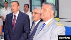 İlham Əliyev və Tağı Əhmədov. Dərnəgül metrostansiyasının açılışında