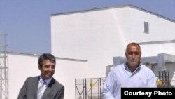 Болгарстанның яңа сайланган президенты Росен Плевнелиев (сулда) премьер Борис Бойко белән
