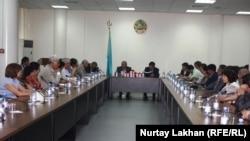Презентация монографии «Казахская диаспора и репатриация. 1991-2012» в Национальной библиотеке в Алматы, 5 июня 2015 года.