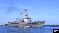 Американский ракетный эсминец Farragut отплывает на боевое дежурство в районе Персидского залива. Флорида, 9 марта 2015 года.