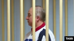 Сергей Скрипаль в суде, где ему предъявлено обвинение в шпионаже в пользу Британи. Москва, август 2006 года.
