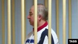 Бывший агент ГРУ Сергей Скрипаль в суде, где его обвиняют по делу о шпионаже в пользу Британии. Москва, август 2006 года.