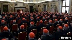 Kardinali na posljednjem susretu sa papom Benediktom XVI, feburar 2013.
