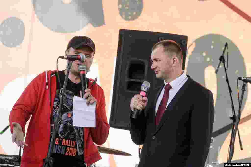 Начальнік менскай міліцыі Іван Кубракоў (у гарнітуры)