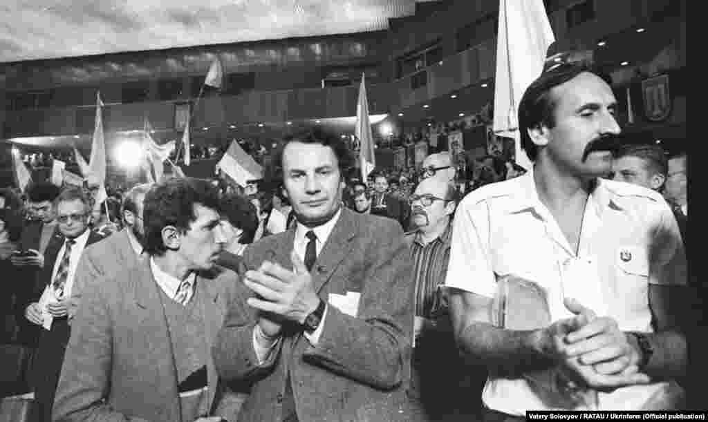 На передньому плані зліва направо: Володимир Трубійчук, Володимир Яворівський, Віктор Кулинич