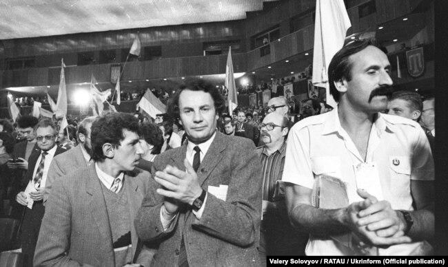 Під час Установчого з'їзду Народного руху України, який проходив у Києві 8–10 вересня 1989 року. На передньому плані посередині Володимир