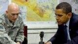 الرئيس الأميركي باراك أوباما يستمع الى قائد القوات الأميركية في العراق الجنرال ريموند أوديرنو