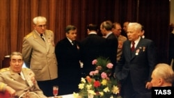 یوری آندره پوف به همراه اعضای پولیت بوروی اتحاد جماهیر شوروی در مه ۱۹۷۵