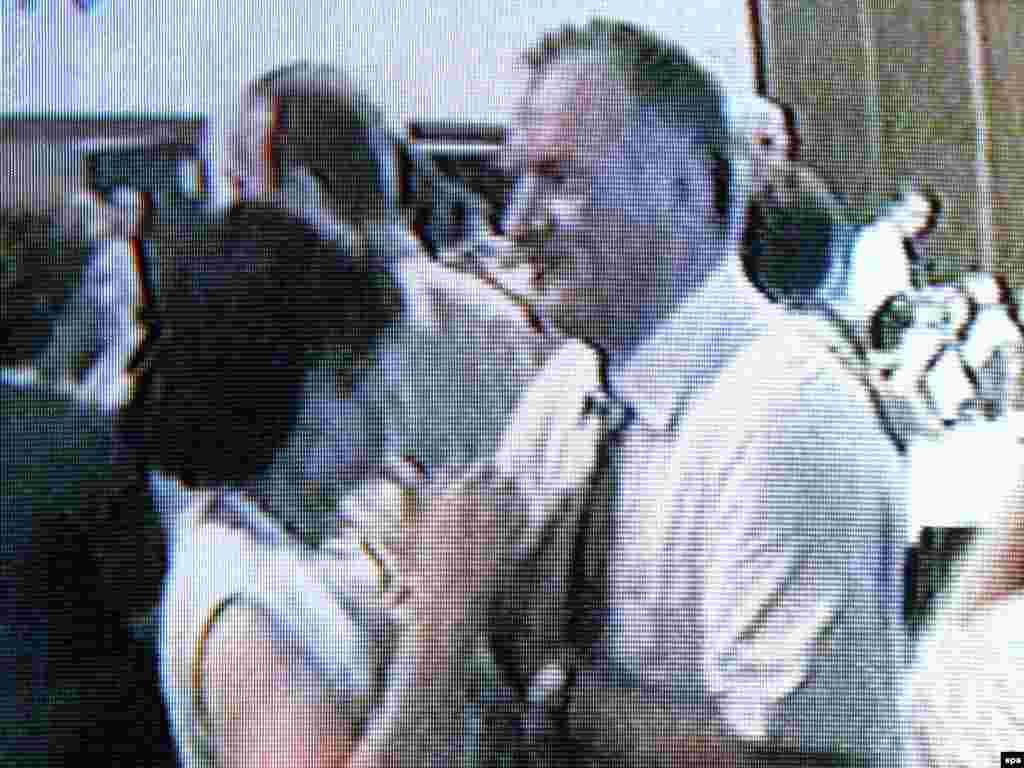 A TV grab released in 2009 reportedly showed Mladic dancing with an unidentified woman.