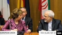 ԵՄ արտաքին քաղաքականության հարցերով բարձր ներկայացուցիչ Քեթրին Էշթոնը և Իրանի ԱԳ նախարար Ջավադ Զարիֆը Վիեննայում բանակցությունների մեկնարկից առաջ, 3-ը հուլիսի, 2014թ․