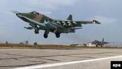 Російський винищувач Су-25 взлітає з авіабази у Сирії. 22 жовтня 2015 року