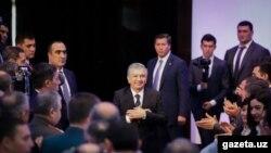 Өзбекстан президенті Шавкат Мирзияев ортада.