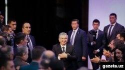 Yangi qonun prezident Shavkat Mirziyoyev ikkinchi muddatga saylanishga tayyorgarlik ko'rayotgan pallada imzolangan.