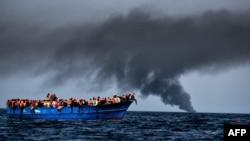 Шлях із Лівії до Італії Середземним морем на переповнених човнах надто небезпечний