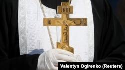 Ucraina, sfințirea bucatelor, respectând măsurile sanitare în timp de pandemie.