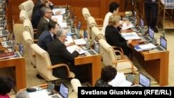 Қазақстан парламенті депутаттары. Астана, 18 ақпан 2015 жыл. (Көрнекі сурет)