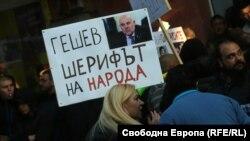 Главната редакторка на сайта ПИК над 10 часа ръководеше протеста в подкрепа на Иван Гешев, докато във ВСС течеше изслушването и избора му.