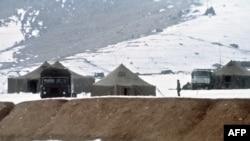Ауғанстан астанасы Кабулдың сыртындағы совет әскері. 1 қаңтар 1980 жылы түсірілген сурет.
