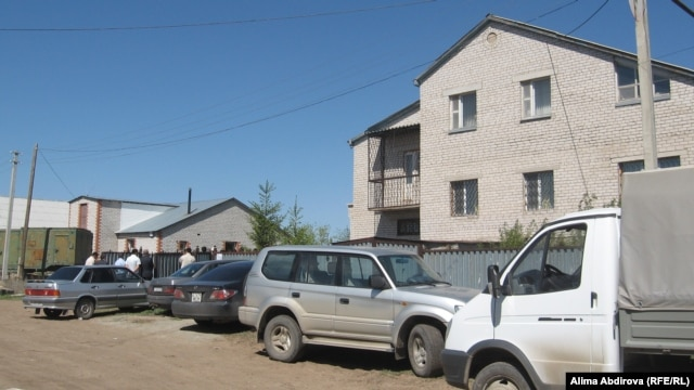The scene outside the home in Aktobe, western Kazakhstan, of Rahimjan Makhatov during a funeral prayer on May 20.