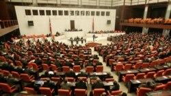 دیدگاه تورج اتابکی در مورد رأی مثبت پارلمان ترکیه به لایحه افزایش قدرت رئیسجمهور