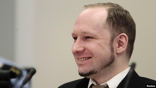 Андерс Брейвик в суде Осло (17 апреля 2012)