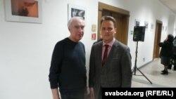 Франак Вячорка з адным з арганізатараў выставы Расьціславам Пракап'юком