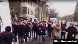 Ордухан Теймурхан принимает участие в акции, проведенной перед посольством Азербайджана в Берлине