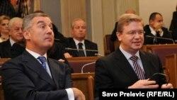 Crnogorski premijer Milo Đukanović i evropski komesar za proširenje Štefan File u crnogorskom Parlamentu, 11. novembar 2010