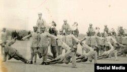 """Шинжаңдагы """"ак гвардиячылардын"""" арасында Кызыл армия менен чекисттер да болгон. 1930-жж."""