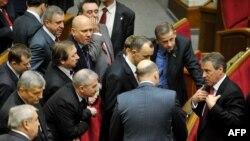 Юлия Тимошенко парламенттеги көпчүлүк орундан айрылды