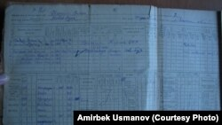 1908-жылы туулган Жолой Ишаевдин Жумушчу дыйкан Кызыл армиясынын катарына 1940-жылы чакырылганын тастыктаган чарбалык китептеги 1944-жылкы жазуу. Украина.