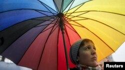 Kiyevdə parlament binası qarşısında etiraz aksiyası keçirən LGBT fəalı