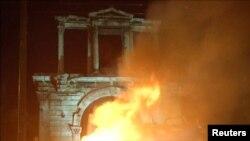 Fotografia este de la protestele din Atena din 2015 împotriva măsurilor de austeritate