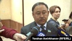 Депутат сената Талгат Мусабаев рассказывает о крушении вертолета Ми-8. Нур-Султан, 28 марта 2019 года.