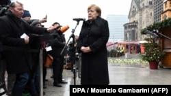 Ангела Меркель на открытии мемориала в Берлине памяти жертв теракта. 19 декабря 2017