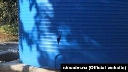 Власти Симферополя опубликовали фото поврежденной емкости для воды