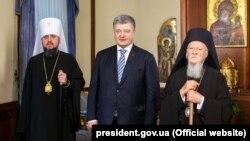 Митрополит Київський Епіфаній (ліворуч), президент Петро Порошенко, Вселенський патріарх Варфоломій, Стамбул, 5 січня 2019