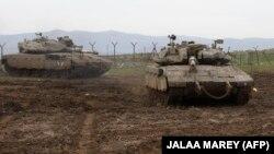 تانکهای ارتش اسرائیل روز سی دی ماه در بلندیهای جولان؛ روز گذشته اسرائیل و سوریه از حملات متقابل هوایی و موشکی خبر داده بودند