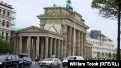 У Бранденбургских ворот в Берлине
