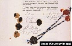 Підписи і сургучеві печатки на Тартуському мирному договорі. Фото Естонського державного архіву