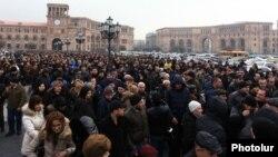 Փոքր և միջին ձեռնարկությունների ներկայացուցիչների, առևտրականների բողոքի ցույցը Կառավարության շենքի դիմաց, Երևան, 29-ը հունվարի, 2015թ․