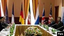 یکی از جلسات گفتوگوهای هستهای ایران با ۱+۵. نفر سمت راست: علی باقری، معاون دبیر شورای عالی امنیت ایران.