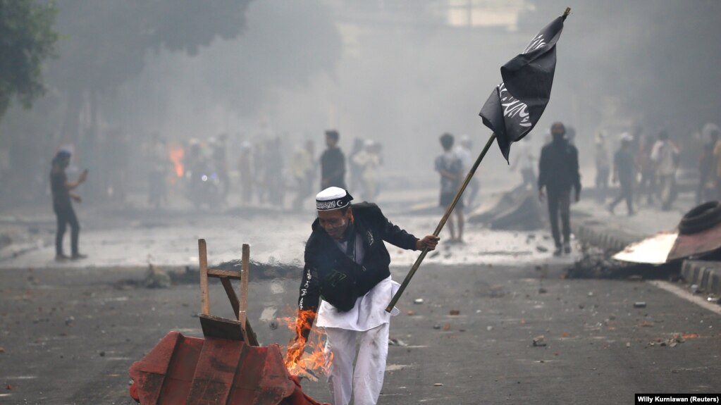 İndoneziyada iğtişaşlarda 6 nəfər öldürülüb